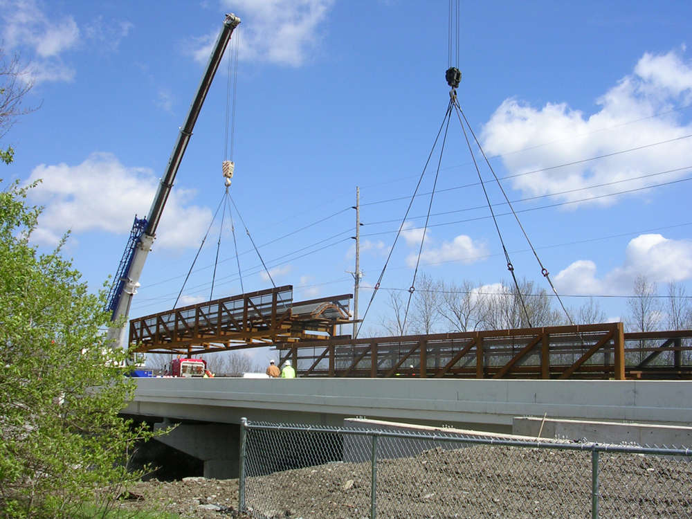02-assembling-steel-truss-sections.jpg