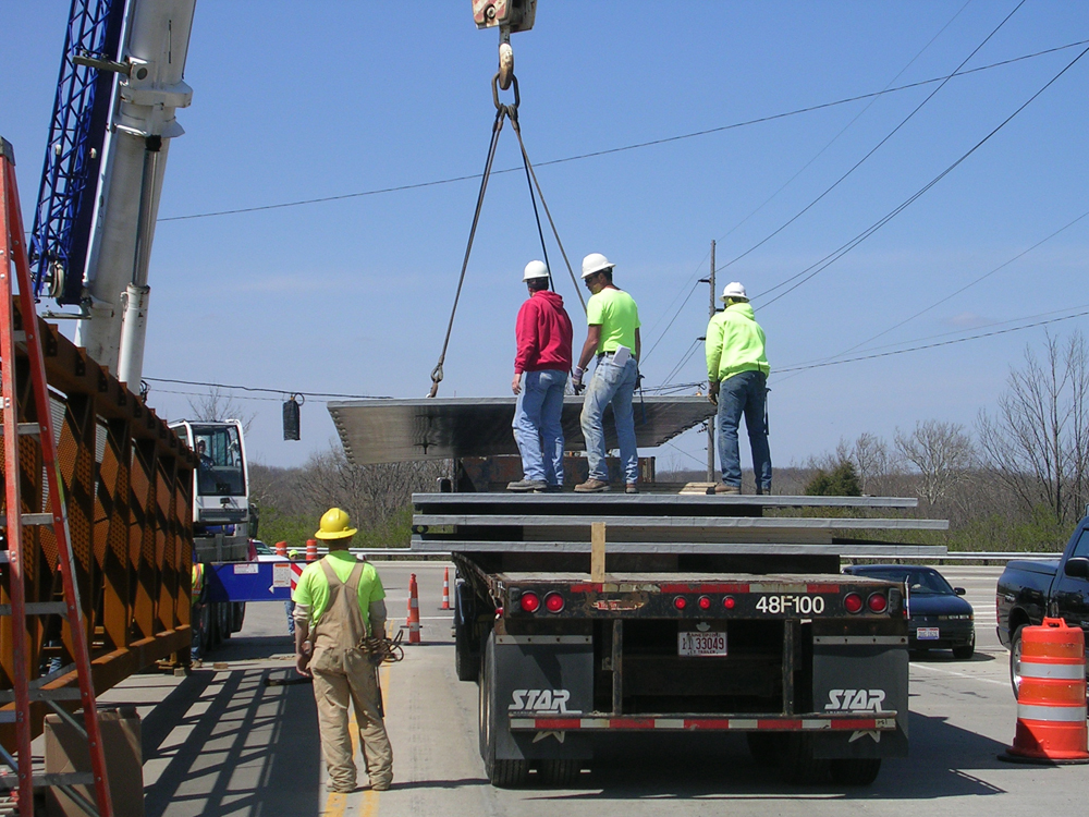 04-unloading-40ft-by-12ft-deck-panels.jpg