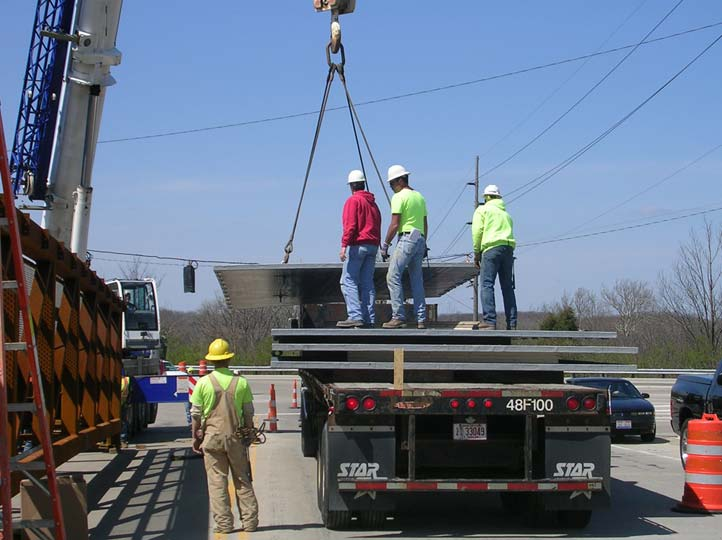 04-unloading-40ft-by-12ft-deck-panels