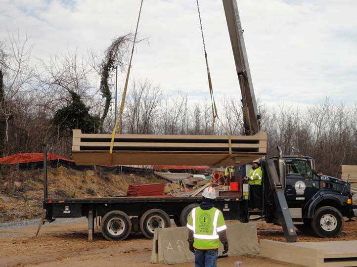 04-unloading-FRP-deck-panels