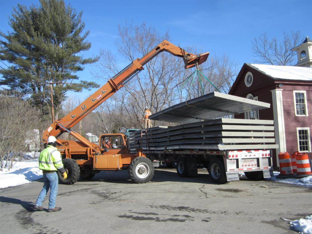 06 Unloading Light Weight Panels