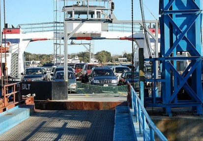 St. Johns River Ferry moves cars and passengers
